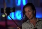 Imagina se pau de selfie tivesse ventilador e luzes para valorizar o look (Foto: Reprodução)