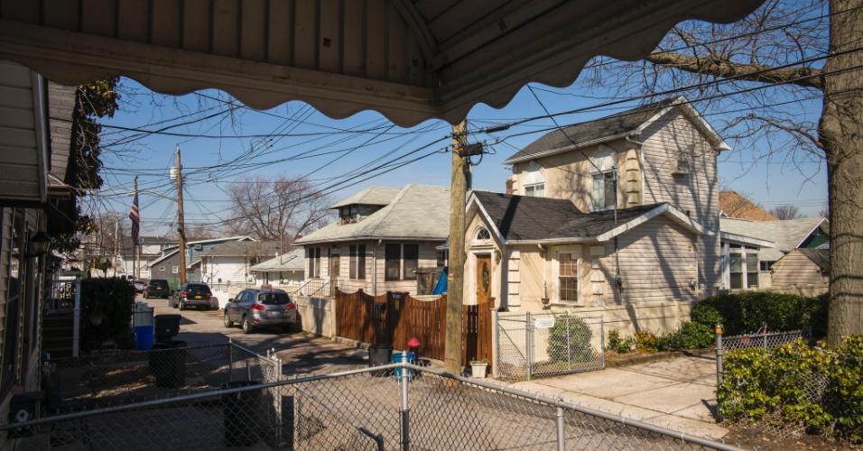 8.março.2016 - Casa na região de Staten Island, em Nova York (EUA), que será leiloada no mês de maio. Imóveis afetados pela passagem do furacão Sandy há cerca de três anos foram vendidas ao governo e poderão ser comprados por quem tiver interesse em reconstruí-los
