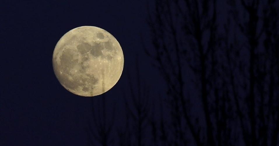 Resultado de imagem para imagens da lua de 16-10-2016