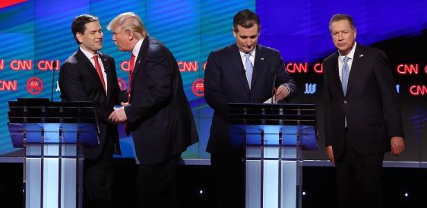 Da esquerda para a direita, Marco Rubio, Donald Trump, Ted Cruz e John Kasich participam de debate em Miami