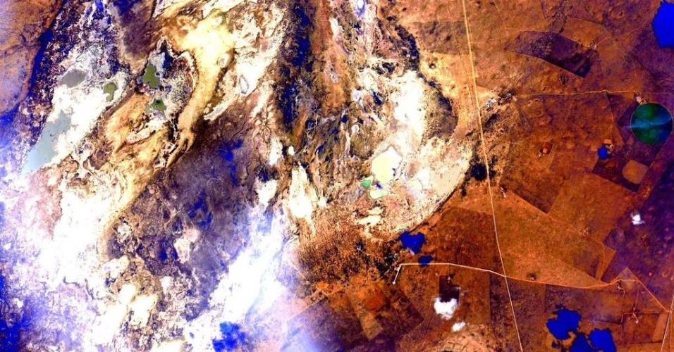 22.set.2015 - Nesta imagem feita na China, o astronauta da Nasa (Agência Espacial Norte Americana) Scott Kelly comparou a paisagem a uma obra de arte da Terra
