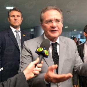 Renan Calheiros sai do Palácio do Alvorada após almoçar com a presidente Dilma Rousseff