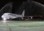 Maior avião de passageiros do mundo pousa no Rio para buscar atletas (Foto: Luis Alberto Neves/Divulgação)