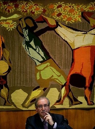 29.set.2015 - O presidente da Câmara, Eduardo Cunha (PMDB-RJ), em encontro com prefeitos do Rio de Janeiro em seu gabinete, em Brasília. O deputado criticou o adiamento da sanção ao projeto de reforma política pelo governo federal