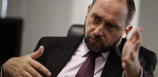 Luis Inácio Adams, advogado-geral da União, protocolou hoje a defesa de Dilma por 'pedaladas fiscais'
