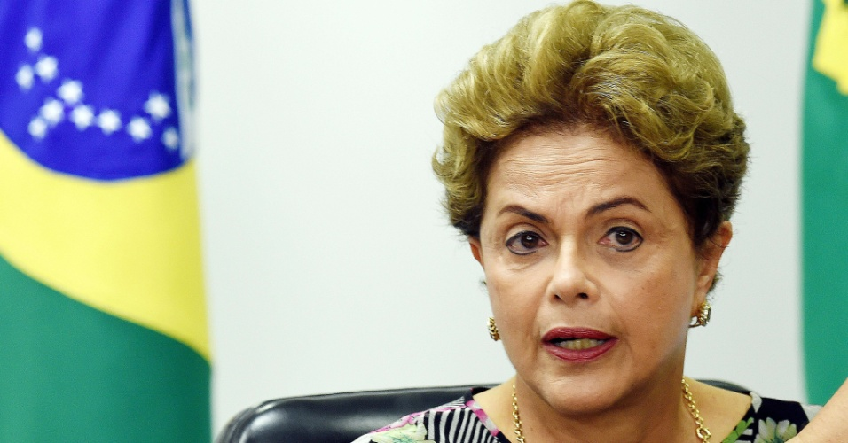 15.set.2015 - Dilma Rousseff participou de reunião no Palácio do Planalto nesta terça-feira