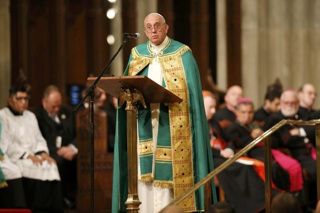 24.set.2015 - Papa Francisco celebra noite de orações na Catedral de São Patrício, em Nova York. Francisco faz sua primeira visita como pontífice em Nova York, onde terá uma vasta agenda que incluirá grandes atos e um discurso ante líderes mundiais nas Nações Unidas