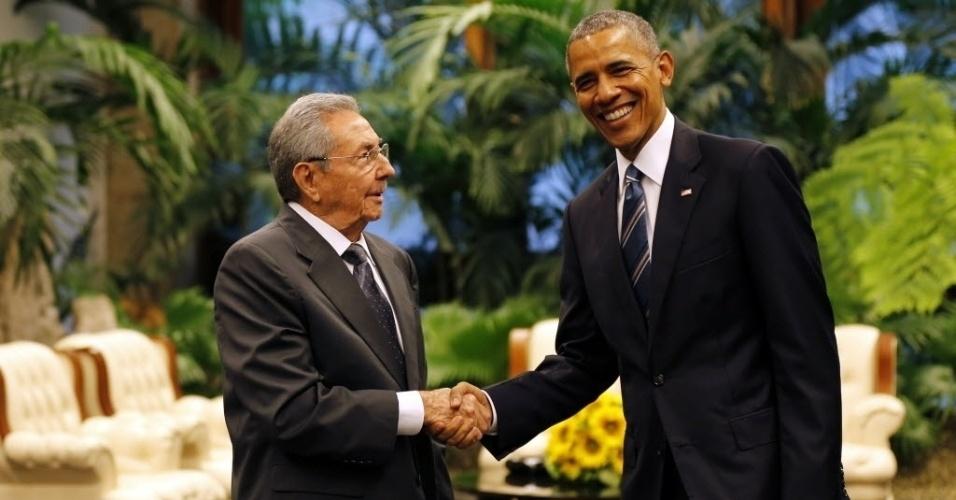 21.mar.2016 - O presidente dos EUA, Barack Obama (esq), e o líder de Cuba, Raúl Castro (dir), dão entrevista à imprensa em Havana, Cuba. O líder cubano afirmou que o embargo americano a Cuba continua sendo o maior obstáculo à total retomada das relações entre os países