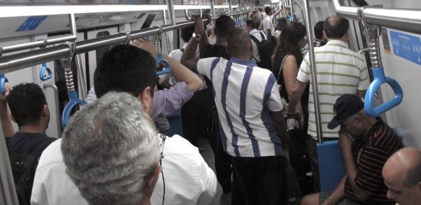 Passageiros na linha 4 do metrô do Rio, inaugurada em 2016