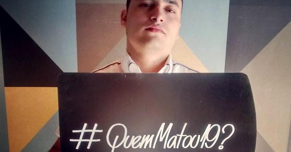 2.set.2015 - Internauta participa da campanha #QuemMatou19?, que quer pressionar o governo do Estado de São Paulo a esclarecer a chacina que resultou na morte de 19 pessoas na Grande São Paulo no mês passado
