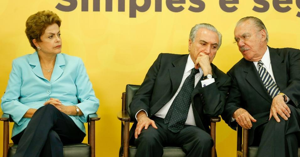 28.mai.2015 - A presidente Dilma Rousseff, ao lado do vice Michel Temer, e do ex-presidente Jose Sarney durante a cerimônia de lançamento do projeto de lei que institui o Registro Civil Nacional