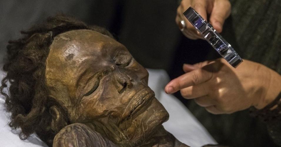 14.dez.2015 - O Museu Arqueológico de Madri, na Espanha, recebe a múmia guanche de Barranco de Herques, exemplo de restos mumificados das culturas pré-hispânicas das Ilhas Canárias com os quais o museu abre um espaço temático