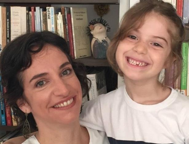 A funcionária pública carioca Julia Sant'Anna tomou a decisão de tirar a filha de uma escola particular para colocá-la em uma pública