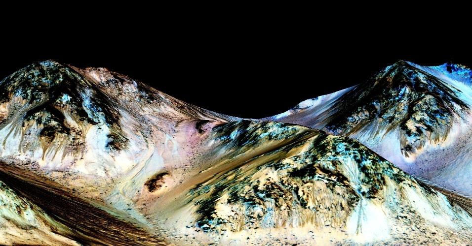 28.set.2015 - As marcas escuras e estreitas, de cerca de 100 m de comprimento por 5 m largura, foram registradas pela sonda MRO em Marte. Cientistas da Nasa, a agência espacial norte-americana, acreditam que os leitos provam que existe água líquida e corrente no planeta