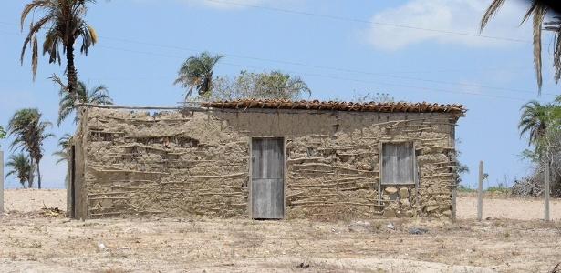 Réplica da casa no sítio Várzea Comprida, onde Lula nasceu