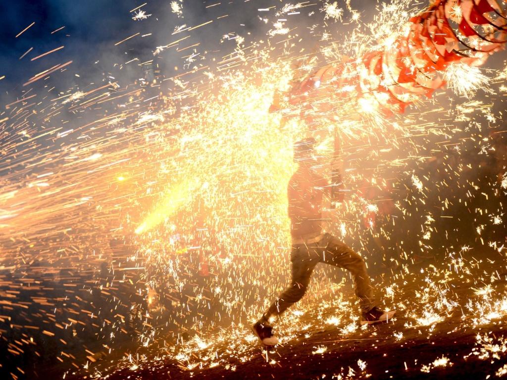 Resultado de imagem para Fogos de artifício etnia dong