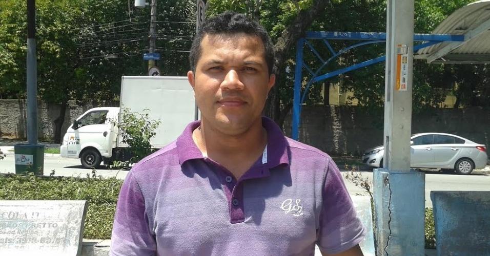 Taxista Barnabé Francisco de Lima, 30, defende manutenção do limite de 50 km/h nas pistas locais das marginais Tietê e Pinheiros, em São Paulo