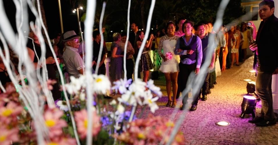 27.jun.2015 - Vinte casais homossexuais se casaram neste sábado (27) em Estoril, em Fortaleza (CE), no 2º Casamento Coletivo Civil Homoafetivo. A cerimônia foi realizada pela juíza Toia Vasconcelos