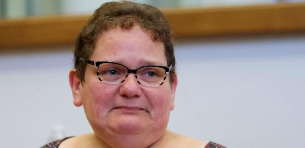 1.jul.2015 - Dominique Cottrez chora no último dia de seu julgamento em Douai, no norte da França