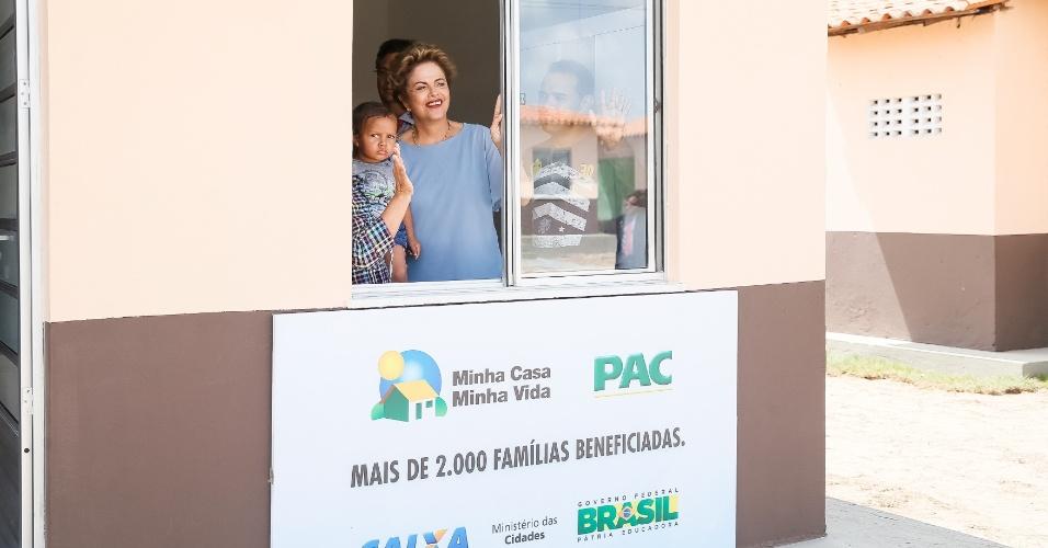 10.ago.2015 - A presidente Dilma Rousseff participou nesta segunda-feira (10) de uma cerimônia de entrega de unidades habitacionais do programa Minha Casa, Minha Vida, em São Luís (MA)
