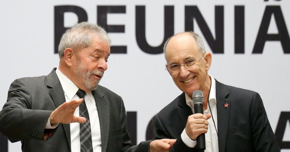 29.out.2015 - O ex-presidente Lula e o presidente do PT, Rui Falcão, comandam a reunião do diretório nacional do PT, no Centro de Convenções Brasil 21, em Brasília