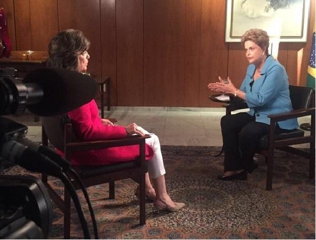 27.abr.2016 - A presidente Dilma Rousseff grava entrevista para o programa de Christiane Amanpour, jornalista da CNN. A entrevista será exibida pelo canal nesta quinta (28)