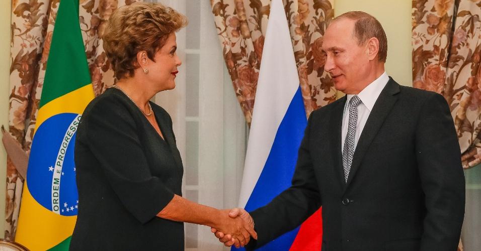 8.jul.2015 - A presidente Dilma Rousseff cumprimenta o mandatário russo, Vladimir Putin, em Ufa, na Rússia, nesta quarta-feira (8). Dilma participará da 7ª Cúpula do Brics, grupo de países emergentes que o Brasil integra junto com China, Rússia, Índia e África do Sul