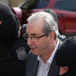 O ex-deputado Eduardo Cunha é levado ao IML de Curitiba para realizar exame de corpo de delito
