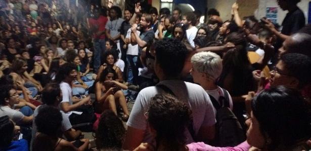 Estudantes discursam em escola ocupada no Distrito Federal
