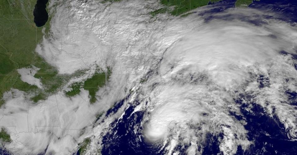 10.nov.2015 - Foto de satélite da Nasa (Agência Espacial Norte-Americana) registra a tempestade tropical Kate passando pelo Oceano Atlântico. Kate, a 11ª tempestade tropical da temporada de furacões na Bacia Atlântica, se afasta das Bahamas, segundo o Centro Nacional de Furacões (NHC) dos Estados Unidos. Os meteorologistas do NHC indicaram que o