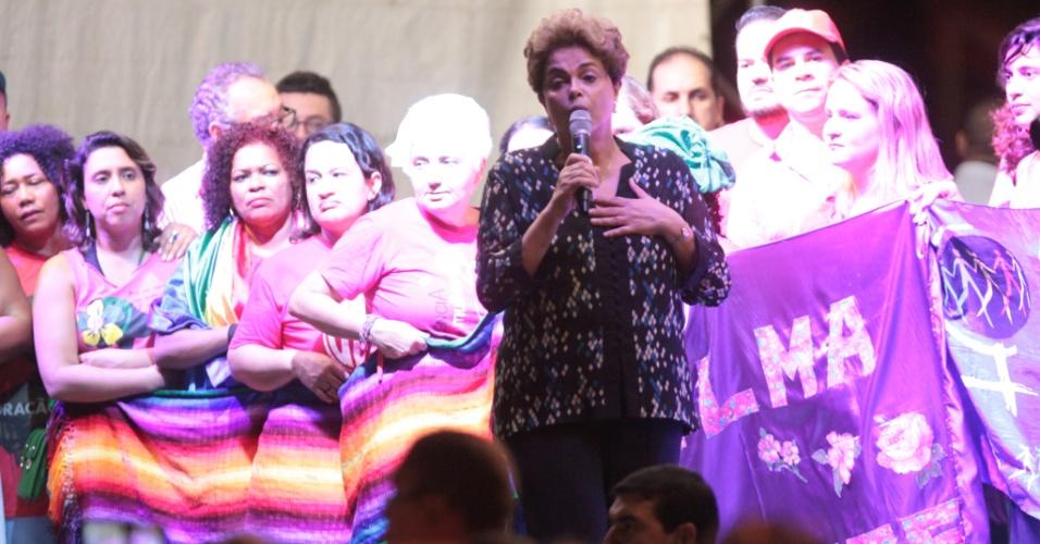 17.jun.2016 - A presidente afastada, Dilma Rousseff (PT), participa no final da tarde desta sexta-feira (17) do ato