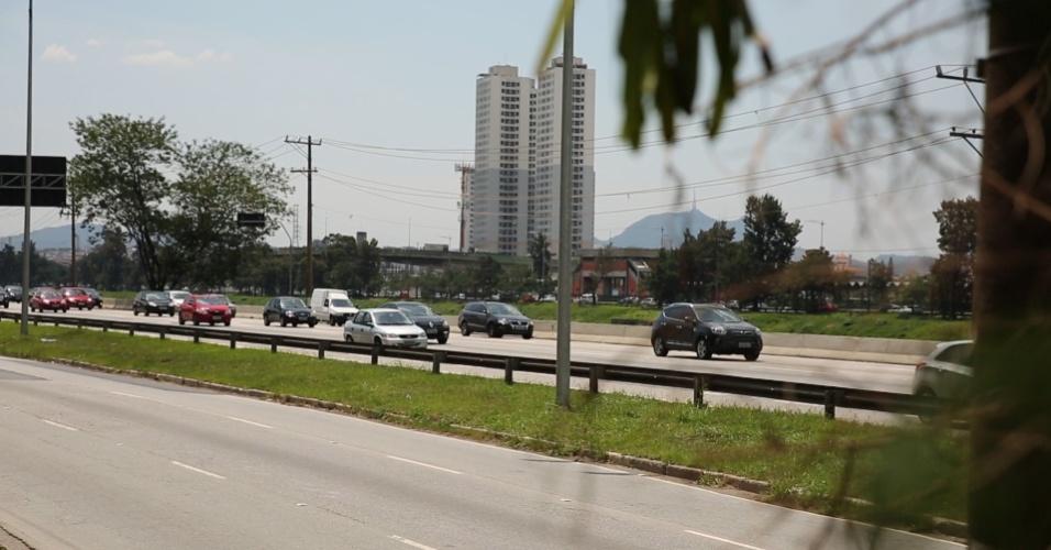 Pistas local e expressa da marginal Pinheiros, em São Paulo. O prefeito eleito João Doria (PSDB) promete elevar os limites de velocidade nas marginais