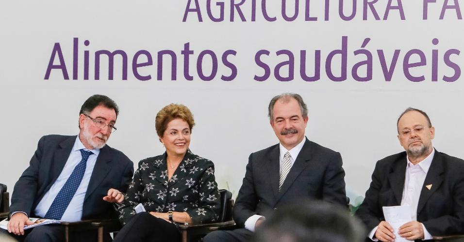 22.jun.2015 - A presidente Dilma Rousseff participou nesta segunda-feira (22) do lançamento de programa anual de crédito para a agricultura familiar em Brasília. O plano Safra da Agricultura Familiar 2015/2016 terá R$ 28,9 bilhões em recursos, 20% a mais que na última safra (2014/2015), quando o governo repassou R$ 24 bilhões ao setor
