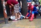 'Homem-aranha' imobiliza assaltante na Argentina (Foto: Reprodução/BBC)