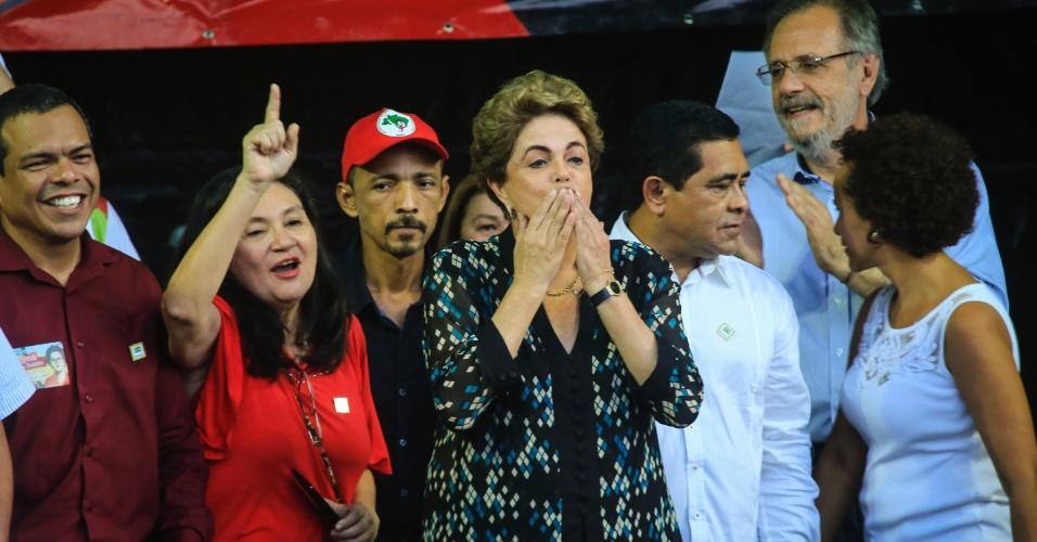 30.jun.2016 - A presidente afastada, Dilma Rousseff, participa de ato em apoio à retomada de seu mandato, na Praça Floriano Peixoto, em Belém. O ato é organizado pela Frente Brasil Popular do Pará
