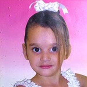 Ana Clarice, 10, brincava com uma amiga quando recebeu a descarga elétrica