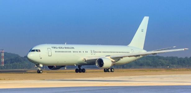 """Com festa discreta, chegou à Base do Galeão, no Rio, o Boeing 767-300ER, alugado nos EUA pelo Comando da Aeronáutica para substituir o """"sucatão da Presidência"""""""