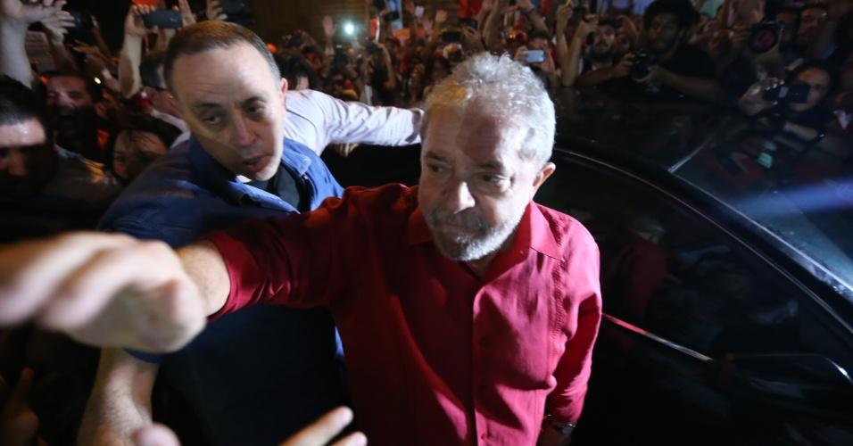 18.mar,2016 - Na avenida Paulista, em São Paulo, o ex-presidente Luiz Inácio Lula da Silva participa de manifestação pela democracia e em apoio ao governo da presidente Dilma Rousseff