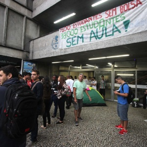 Alunos e integrantes da Uerj decidiram ocupar a unidade do Maracanã. Eles protestam contra a retomada das atividades acadêmicas sem que os pagamentos de bolsas e salários dos terceirizados tenham sido efetuados