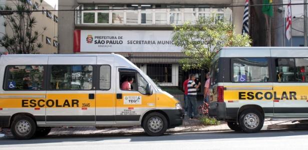 5.mar.2015 - Os motoristas de vans escolares fizeram um protesto nesta terça contra as mudanças no modelo de pagamento e credenciamento propostas pela Prefeitura de São Paulo