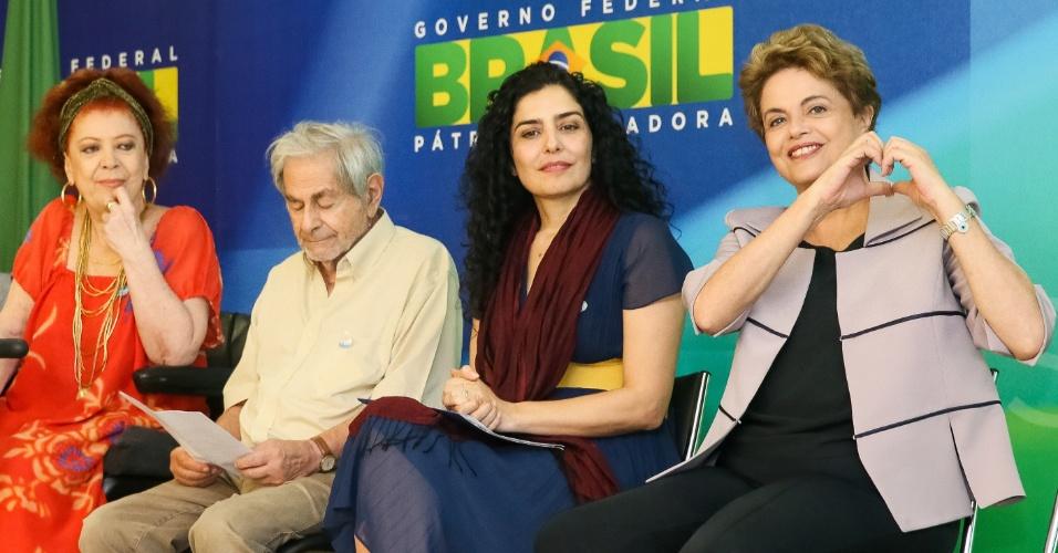 31.mar.2016 - A presidente Dilma Rousseff em encontro com artistas que a apoiam, em Brasília