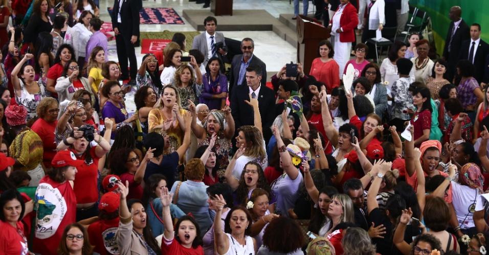 7.abr.2016 - Encontro com Mulheres em Defesa da Democracia com a presença da presidente Dilma Rousseff lota salão do Palácio do Planalto, em Brasília (DF)