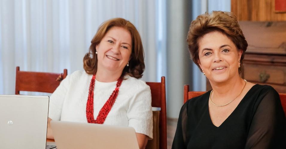 30.mai.2016 - A presidente afastada, Dilma Rousseff, participa de bate-papo no Facebook sobre o programa Minha Casa Minha Vida com a ex-presidente da Caixa Miriam Belchior