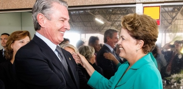 Encontro entre o senador Fernando Collor e Dilma Rousseff em foto sem data