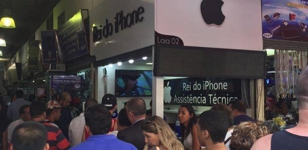 Quiosque Rei do iPhone lota após cliente falar bem da empresa no Facebook