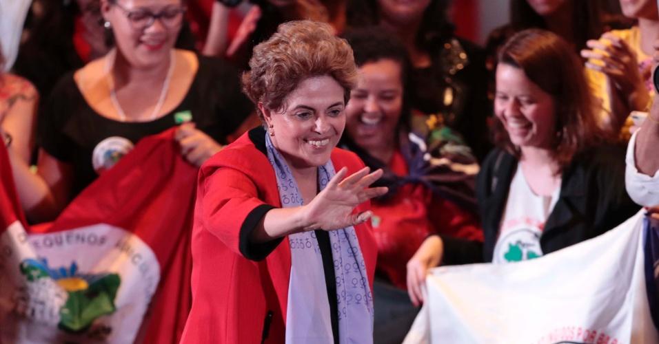 8.jul.2016 - A presidente afastada, Dilma Rousseff,  participa do Ato Mulheres com Dilma em Defesa da Democracia, na Casa de Portugal, em São Paulo