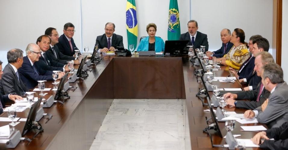 19.ago.2015 - A presidente Dilma Rousseff se reúne com CEOs e 20 representantes de empresas brasileiras que possuem investimentos na Alemanha, em uma preparação para a visita da chanceler Angela Merkel, que chega esta noite a Brasília (DF). Também estão presentes na reunião os ministros  Nelson Barbosa (Planejamento), Joaquim Levy (Fazenda), Mauro Vieira (Relações Exteriores) e Kátia Abreu (Agricultura)