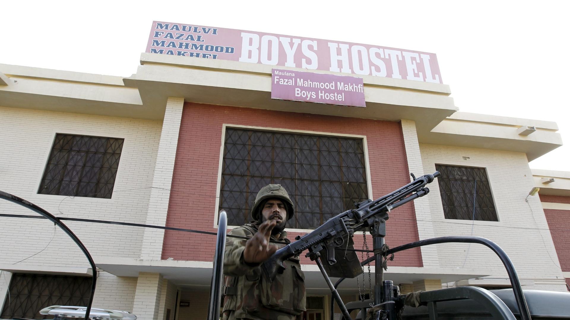 Talibans reivindicam ataque a universidade no Paquistão
