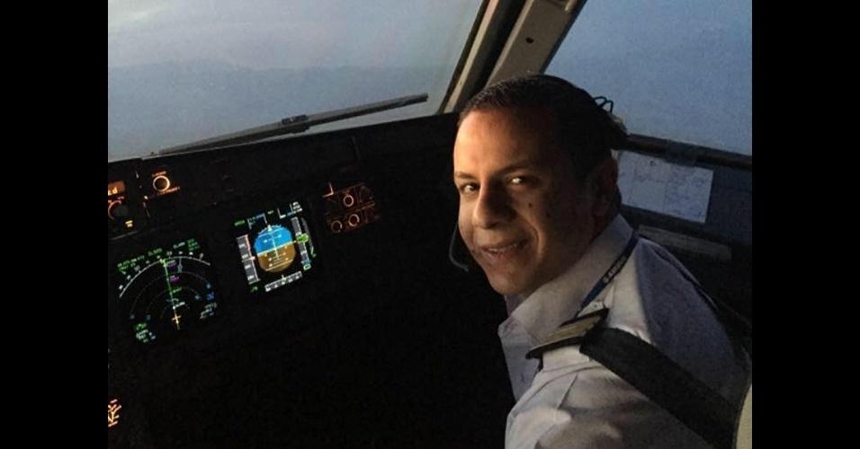 20.mai.2016 - O copiloto Mohamed Mamdouh Assem, 24, era uma das 66 pessoas que estavam a bordo do voo MS804 da EgyptAir que desapareceu no mar Mediterrâneo. Na sexta-feira (20), a conta de Mohamed no Facebook já aparecia como