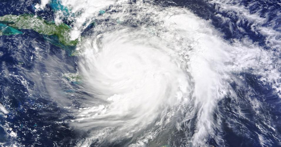 4.out.201 - Furacão Matthew em sua passagem pelo sudoeste do Haiti como tempestade de categoria 4